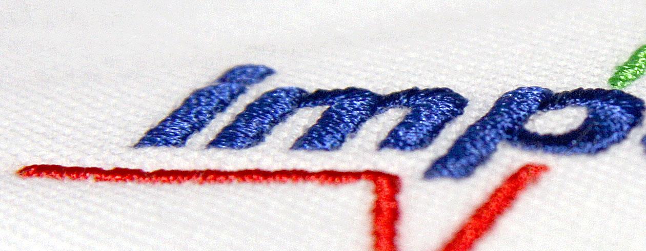 Veredelung von Bekleidung mit Stickerei und Siebdruck